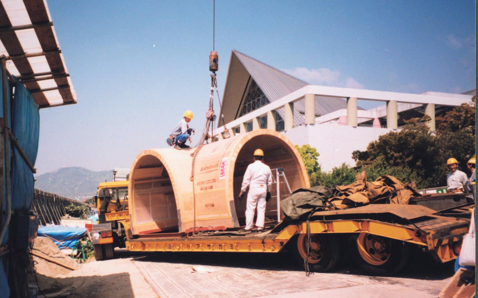 トンネル水槽の工事の様子